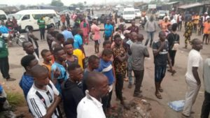 BREAKING: Massive Protest Hits East West Road, Kaiama As Protesters Calls For Dokubo's Sack – The Liberator
